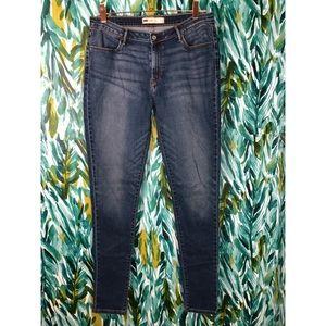 Levi's Woman's 32 Legging Medium Wash Jeans